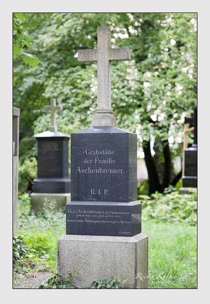 Grab der Familien Aschenbrenner & Giehrl auf dem Alten Südfriedhof München (Juli 2007)