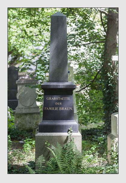 Grab der Familie Braun auf dem Alten Südfriedhof München (Juli 2007)