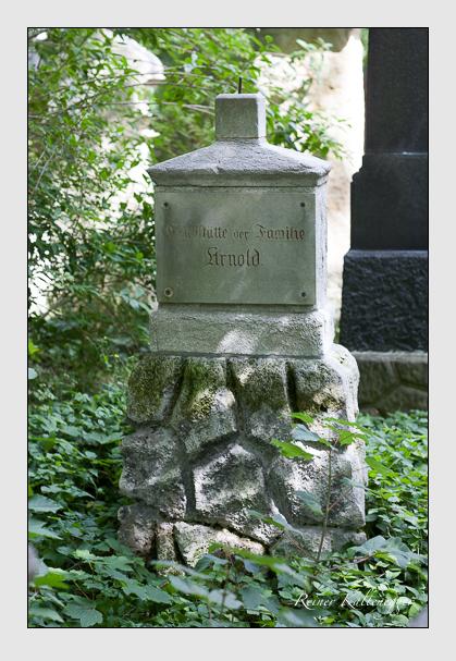 Grab der Familie Arnold auf dem Alten Südfriedhof München (Juli 2007)