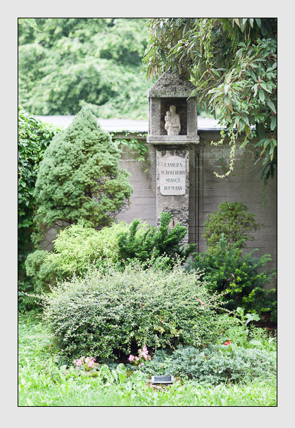 Grab der Familien Hofmann · Munsch · Schöllhorn auf dem Alten Südfriedhof München (Juli 2007)