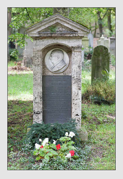 Grab der Familie Ett auf dem Alten Südfriedhof München (Juli 2007)