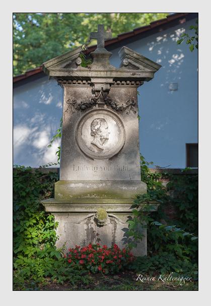 Grab der Familie Buhl auf dem Alten Südfriedhof München (August 2007)