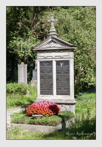 Grab der Familie Holzapfel auf dem Alten Südfriedhof München (August 2007)