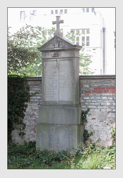 Grab der Familien Raesfeldt · Spies auf dem Alten Südfriedhof München (August 2008)