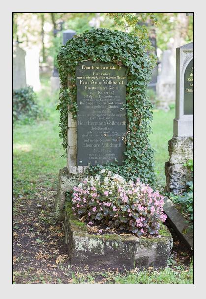 Grab der Familie Volkhardt auf dem Alten Südfriedhof München (August 2007)