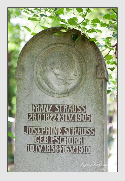 Grab der Familie Strauss auf dem Alten Südfriedhof München (August 2007)