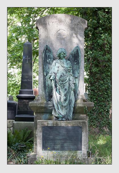 Grab der Familien Neuner & Siebzehnrübl auf dem Alten Südfriedhof München (August 2007)