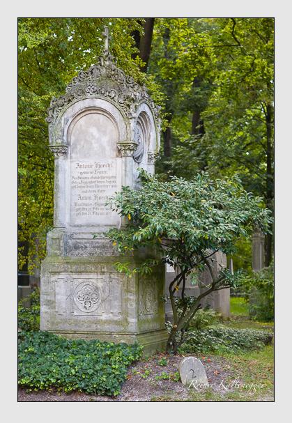 Grab der Familie Höchl auf dem Alten Südfriedhof München (August 2007)
