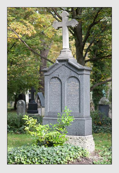 Grab der Familien Schleiß von Löwenfeld & Vorherr auf dem Alten Südfriedhof München (Oktober 2007)