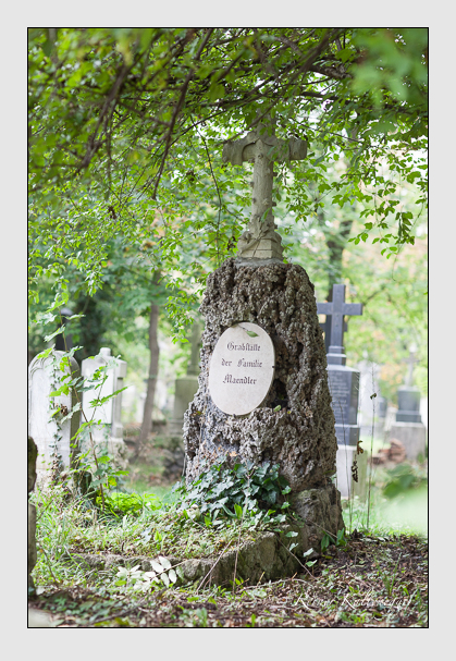 Grab der Familien Gube & Maendler auf dem Alten Südfriedhof München (Oktober 2007)