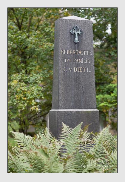 Grab der Familie Dietl auf dem Alten Südfriedhof München (Oktober 2007)