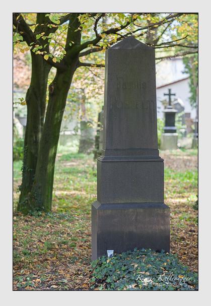 Grab der Familie Posselt auf dem Alten Südfriedhof München (Oktober 2007)