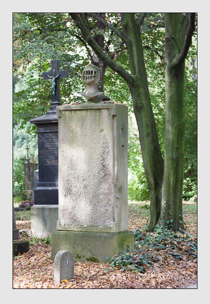 Grab der Familie Raglovich zum Rosenhof auf dem Alten Südfriedhof München (Oktober 2007)