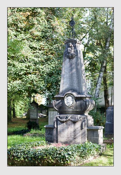 Grab der Familien Müller & Sedlmayr auf dem Alten Südfriedhof München (Oktober 2007)