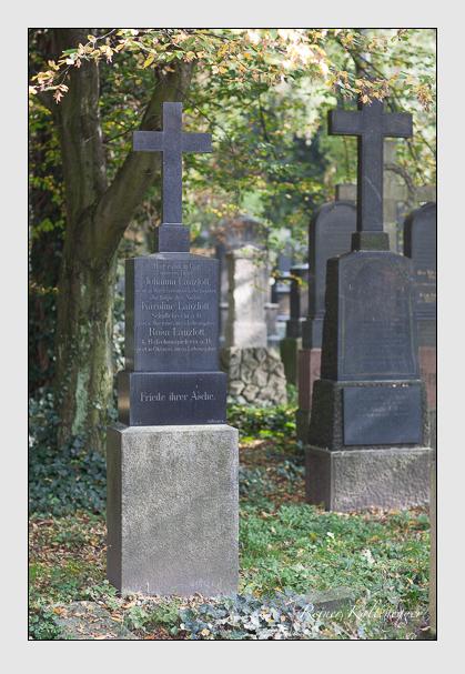 Grab der Familien Ast & Lanzlott auf dem Alten Südfriedhof München (Oktober 2007)