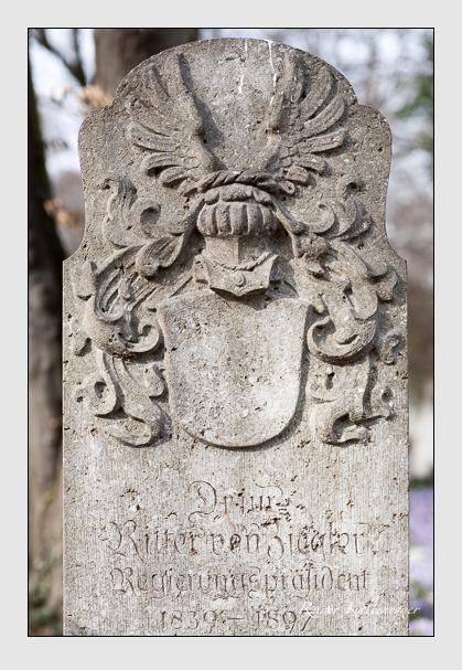 Grab der Familie Ziegler auf dem Alten Südfriedhof München (Februar 2008)