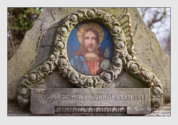 Grab der Familie Kampferseck auf dem Alten Südfriedhof München (Februar 2008)