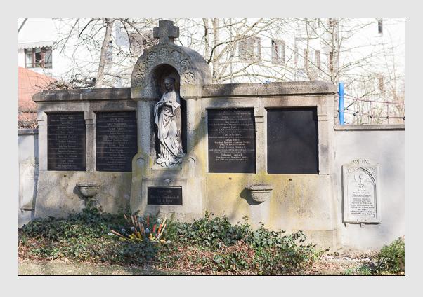Grab der Bruderschaft Unserer Lieben Frau auf dem Alten Südfriedhof München (März 2008)