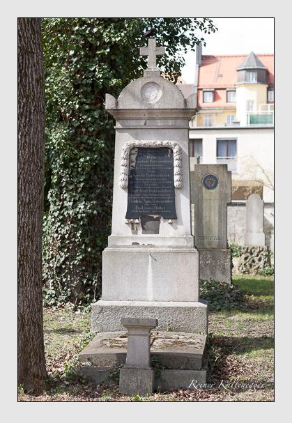 Grab der Familien Babenstuber & Hüther auf dem Alten Südfriedhof München (März 2008)