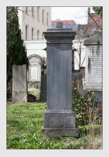 Grab der Familie Merk auf dem Alten Südfriedhof München (März 2008)