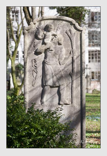 Grab der Familien Fröhlich & Löcherer auf dem Alten Südfriedhof München (März 2008)