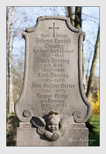 Grab der Familien Develey · Örter auf dem Alten Südfriedhof München (März 2008)