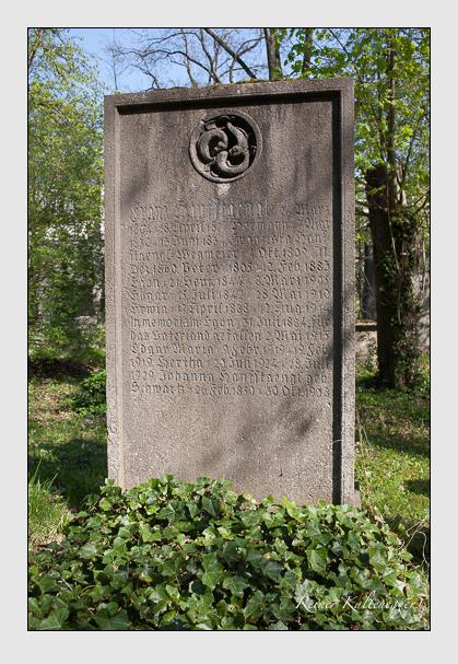 Grab der Familien Hanfstaengl & Schwartz auf dem Alten Südfriedhof München (April 2011)
