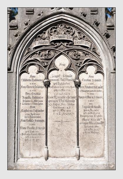 Grab der Familien Deininger · Haßlacher · Schmidt · Sommer auf dem Alten Südfriedhof München (August 2011)