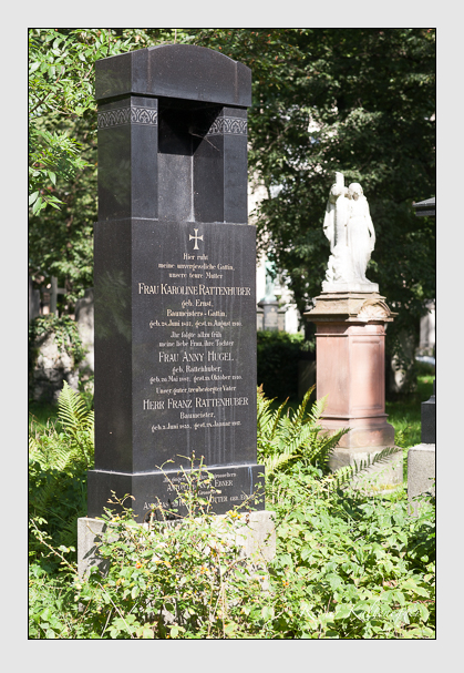 Grab der Familien Ebner & Hugel & Rattenhuber & Vötter auf dem Alten Südfriedhof München (August 2011)