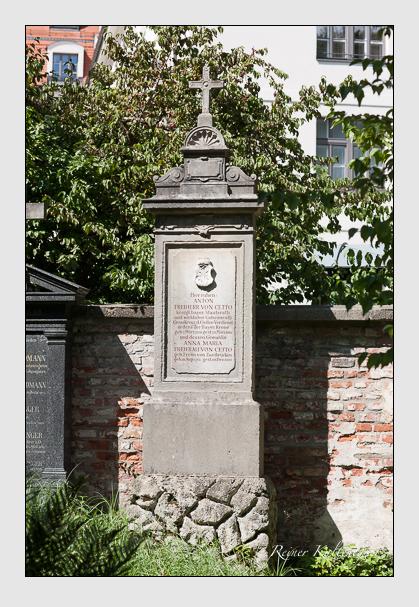 Grab der Familie Cetto auf dem Alten Südfriedhof München (August 2011)
