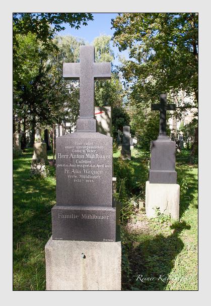 Grab der Familien Mühlbauer & Wagner auf dem Alten Südfriedhof München (September 2011)
