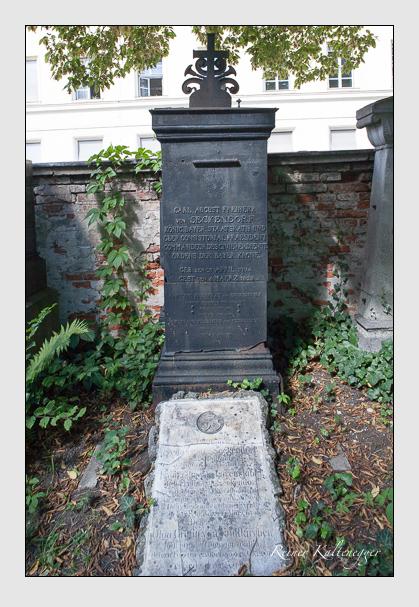 Grab der Familie Seckendorf auf dem Alten Südfriedhof München (September 2009)