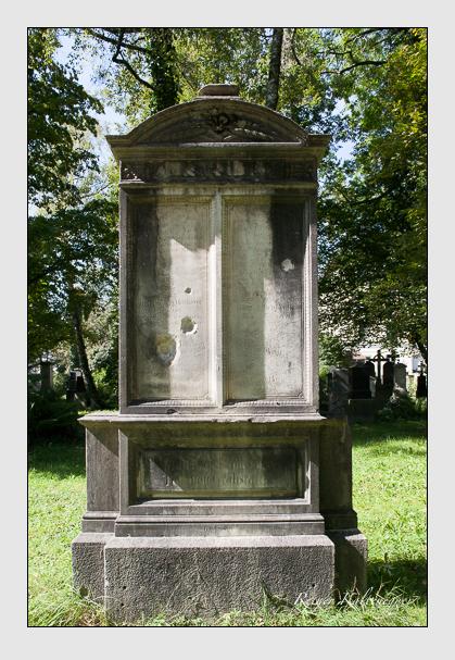 Grab der Familien Mathäser · Volk auf dem Alten Südfriedhof München (September 2011)