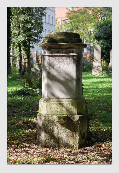 Grab der Familie Mayr auf dem Alten Südfriedhof München (Oktober 2011)