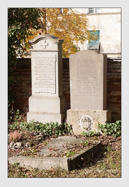 Grab der Familien Aretin · Künsberg · Mayer · Schubaert auf dem Alten Südfriedhof München (Oktober 2011)