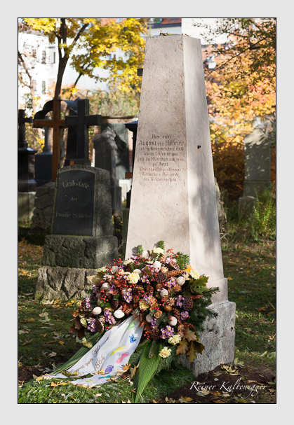 Grab der Familie Hauner auf dem Alten Südfriedhof München (November 2011)