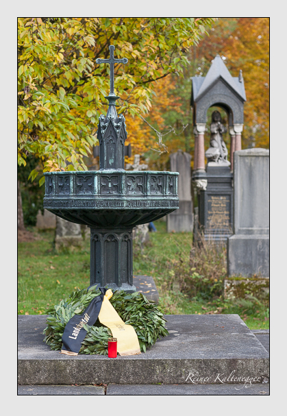 Grab der Opfer der Sendlinger Mordweihnacht auf dem Alten Südfriedhof München (November 2011)