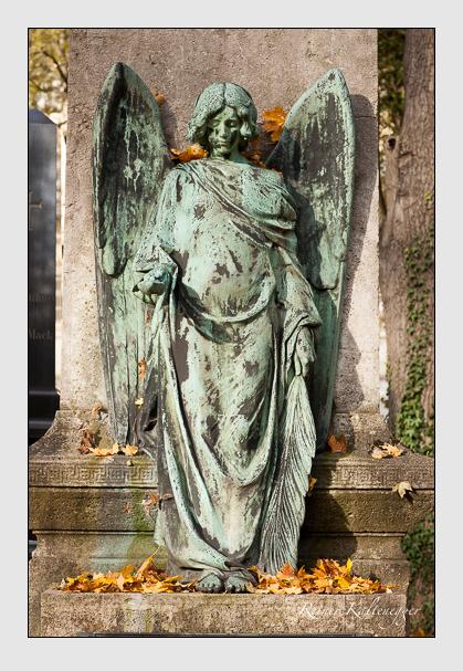 Grab der Familien Neuner & Siebzehnrübl auf dem Alten Südfriedhof München (November 2011)
