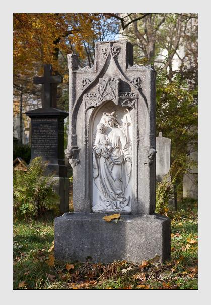 Grab der Familie Öttl auf dem Alten Südfriedhof München (November 2011)