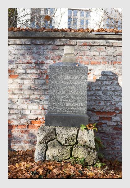Grab der Familie Schönninger auf dem Alten Südfriedhof München (November 2011)