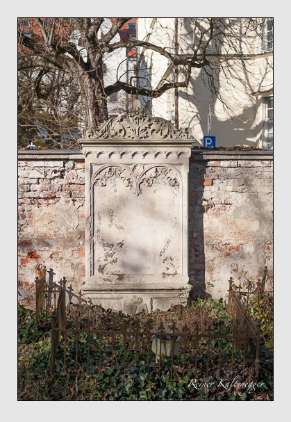Grab der Familie Krafft-Dellmensingen auf dem Alten Südfriedhof München (November 2011)