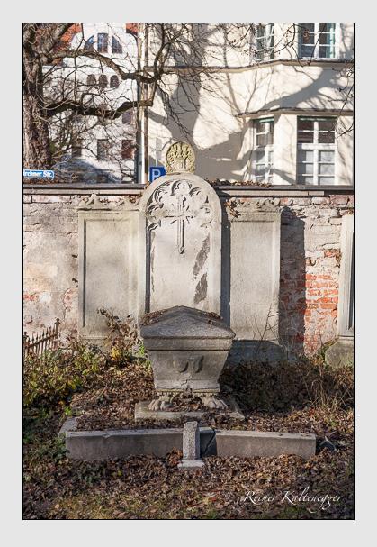 Grab der Familien Lerchenfeld & Segesser auf dem Alten Südfriedhof München (November 2011)