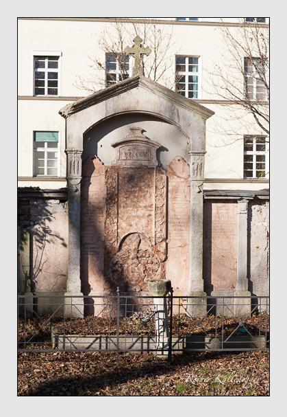 Grab der Familie Barth-Harmating auf dem Alten Südfriedhof München (November 2011)
