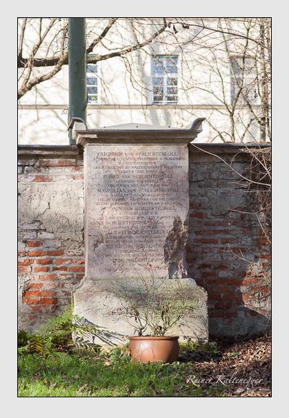 Grab der Familien Berling · Schlichtegroll auf dem Alten Südfriedhof München (November 2011)