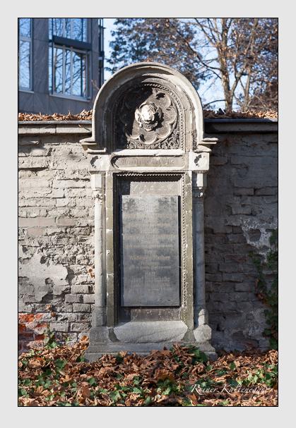 Grab der Familien Fischer · Guggenberger · Rabenhofer auf dem Alten Südfriedhof München (November 2011)