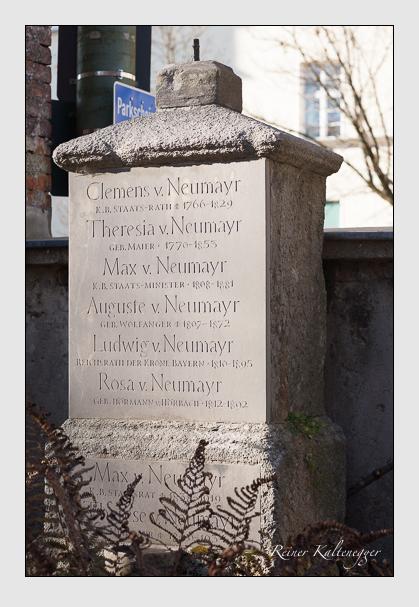 Grab der Familie Neumayr auf dem Alten Südfriedhof München (November 2011)