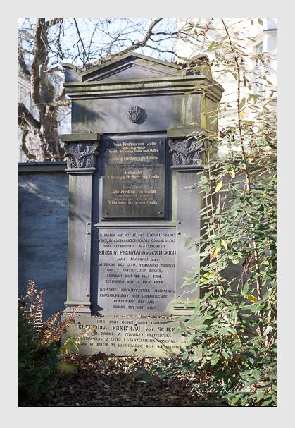 Grab der Familien Godin · Schleich auf dem Alten Südfriedhof München (November 2011)