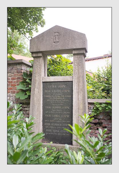 Grab der Familie Zehme auf dem Alten Südfriedhof München (August 2008)