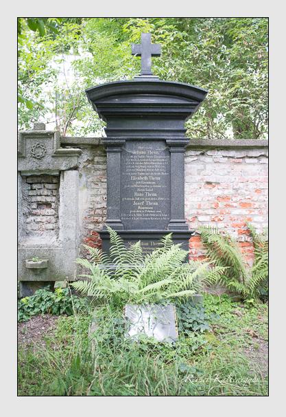 Grab der Familie Thenn auf dem Alten Südfriedhof München (August 2012)