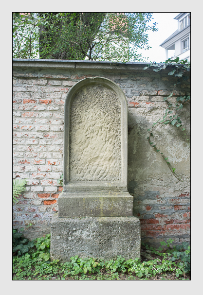 Grab der Familie Baumüller auf dem Alten Südfriedhof München (August 2012)